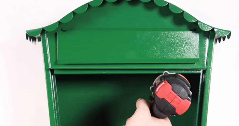 buzon verde de pared