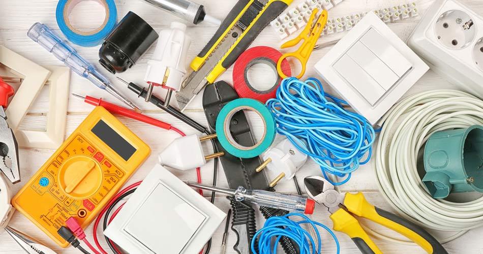 herramientas de electricidad instalar enchufe europeo