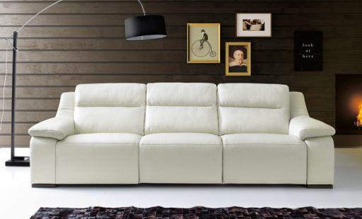 sofa de piel limpio